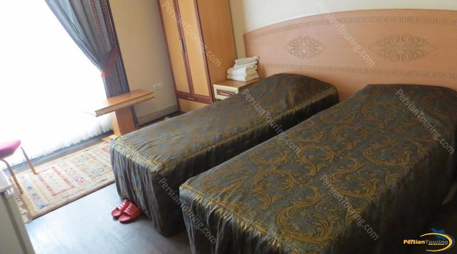 sepahan-hotel-isfahan-twin-room-1