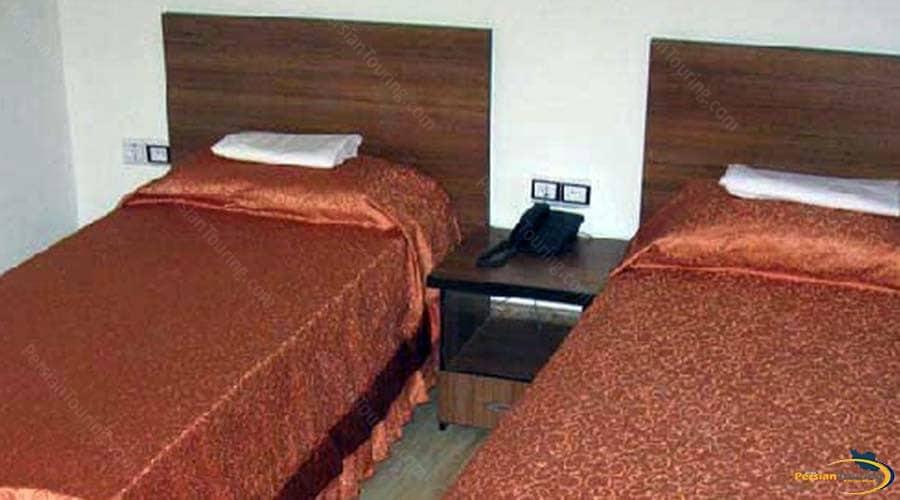 tehrani-hotel-yazd-twin-room1