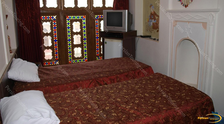 traditional-hotel-isfahan-twin-room-1