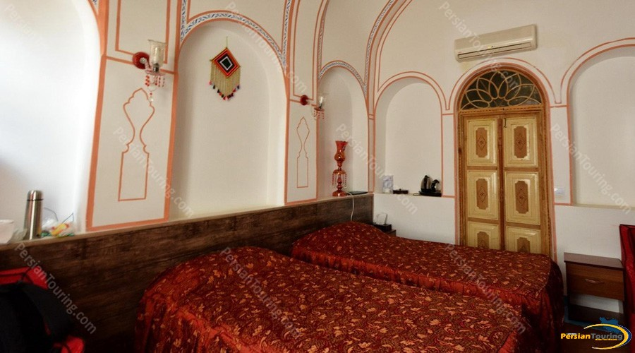 traditional-hotel-isfahan-twin-room-2