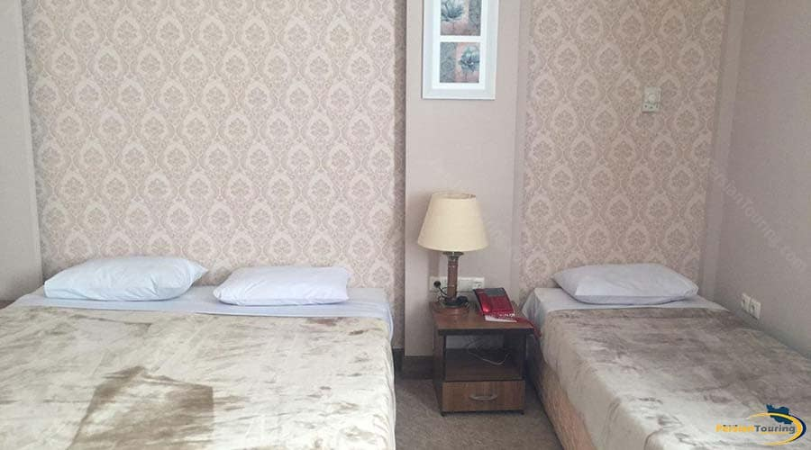 zanbagh-hotel-yazd-triple-room-1