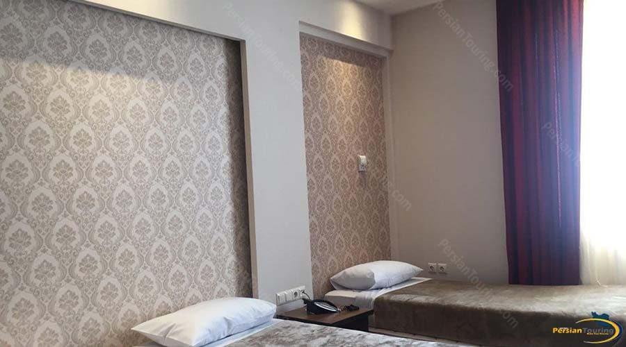zanbagh-hotel-yazd-twin-room-1