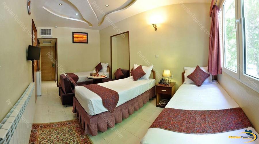 pars-hotel-isfahan-triple-room-2