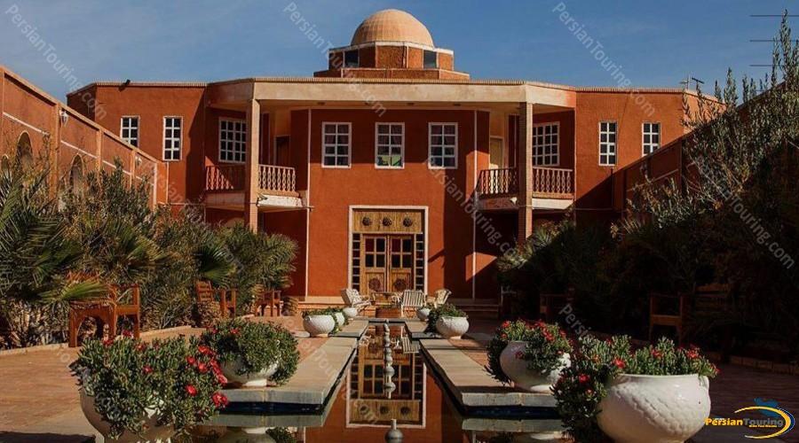 bali-desert-hotel-isfahan-9