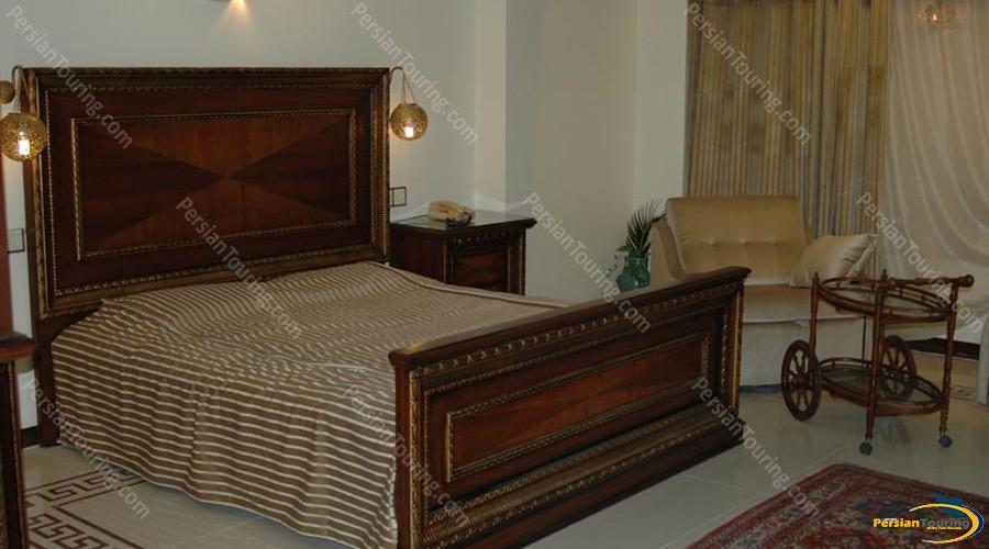 chehel-panjereh-hotel-isfahan-double-room-1