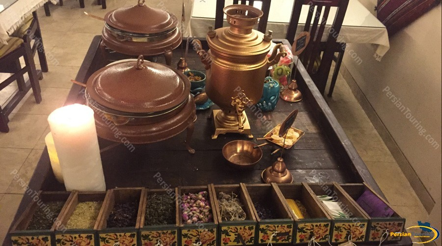 chehel-panjereh-hotel-isfahan-tea-1