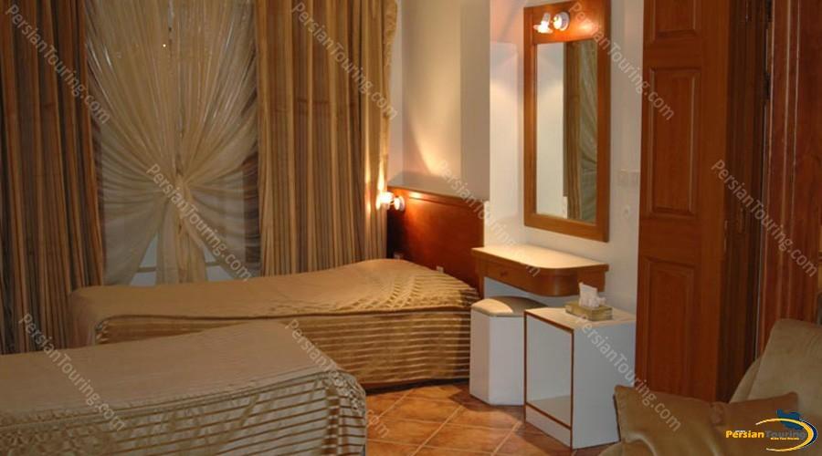 chehel-panjereh-hotel-isfahan-twin-room-1