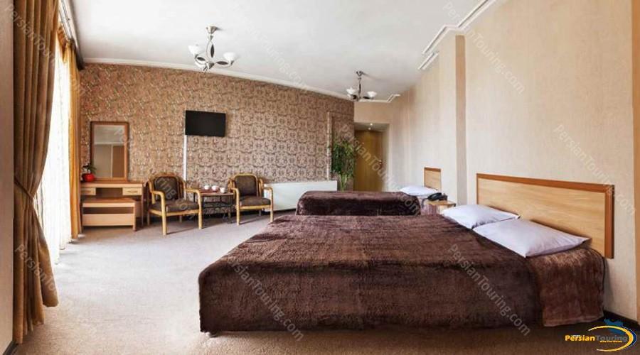 espadana-hotel-isfahan-triple-room-2