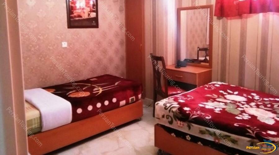 ghasr-hotel-isfahan-triple-room-4