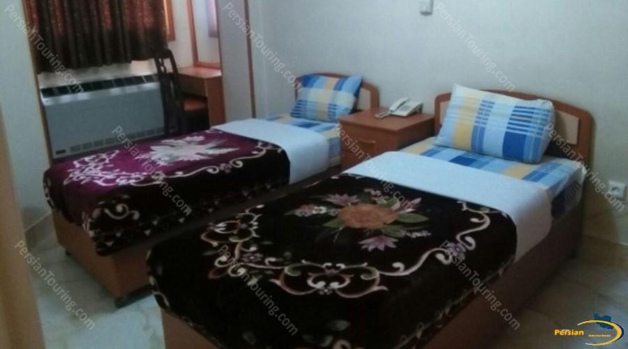 ghasr-hotel-isfahan-twin-room-1
