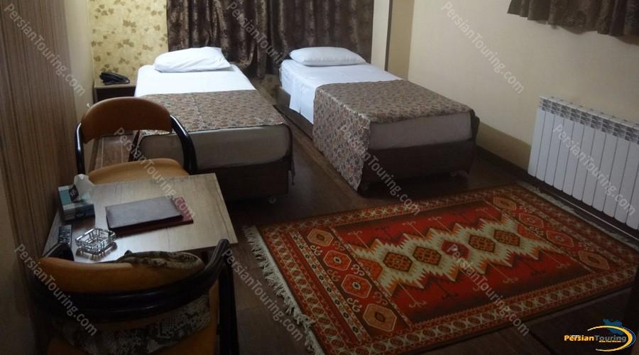 jamshid-hotel-isfahan-twin-room
