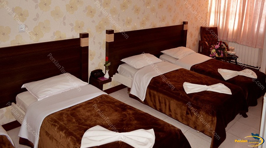 jolfa-hotel-isfahan-quadruple-room-2