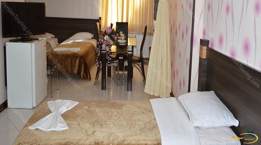 jolfa-hotel-isfahan-triple-room-1