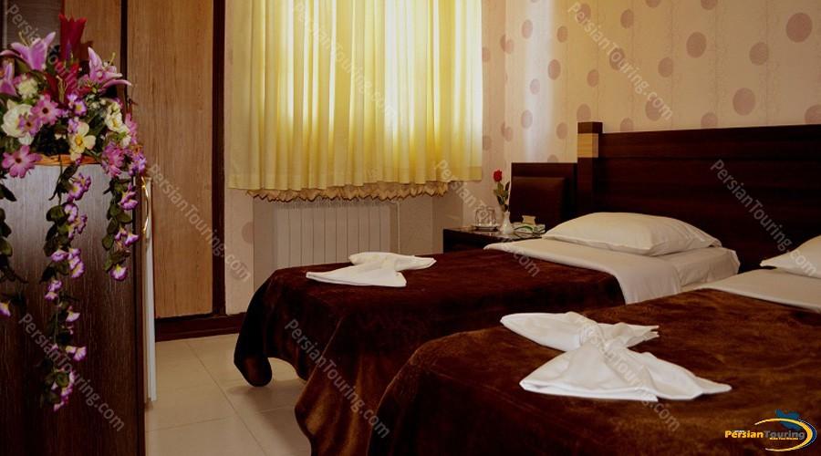 jolfa-hotel-isfahan-twin-room-1