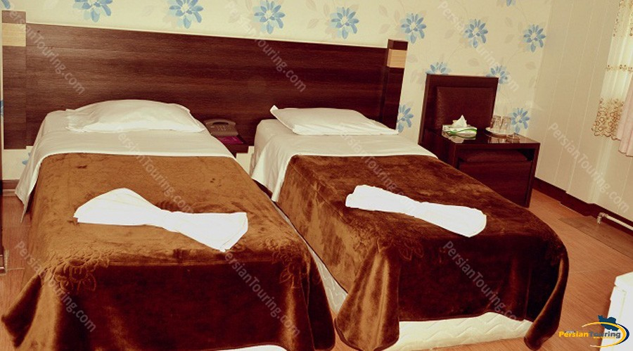jolfa-hotel-isfahan-twin-room-4