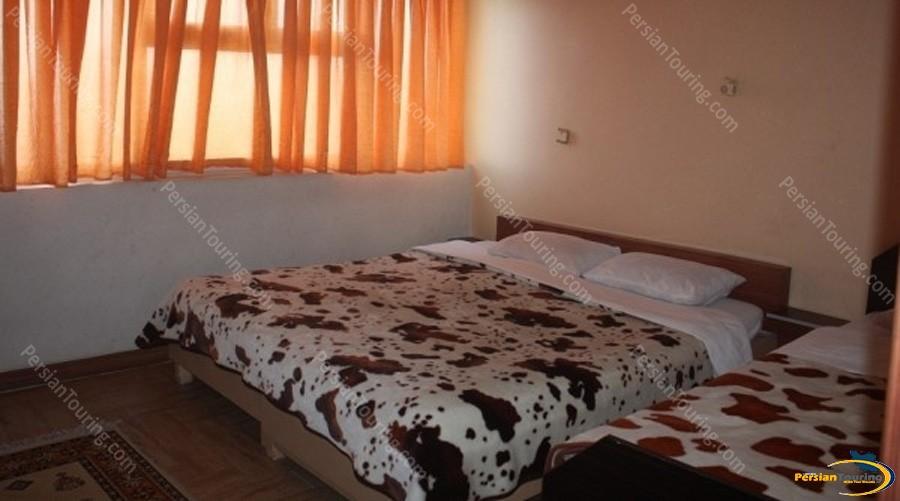 kaveh-hotel-isfahan-triple-room-1