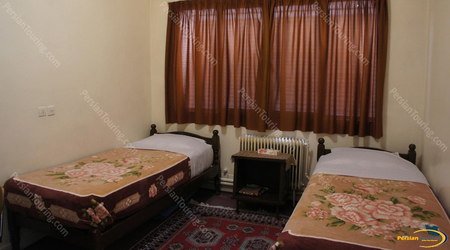naghshe-jahan-hotel-isfahan-twin-room-1
