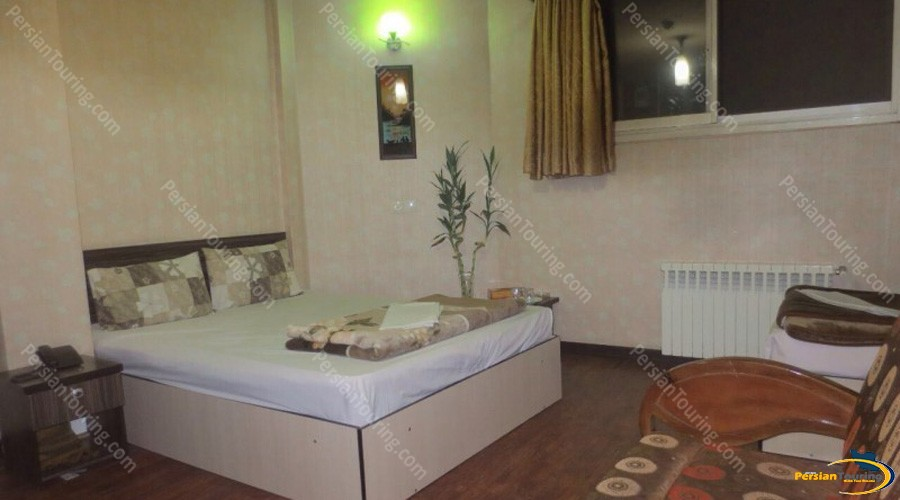 saba-hotel-isfahan-triple-room-1