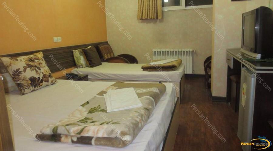 saba-hotel-isfahan-triple-room-4