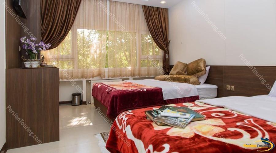 viana-hotel-isfahan-quadruple-room-2