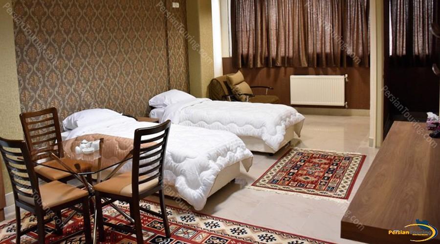 zendeh-rood-hotel-isfahan-twin-room-2