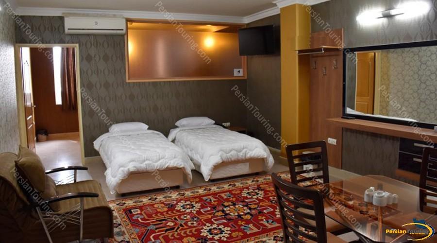 zendeh-rood-hotel-isfahan-twin-room-4