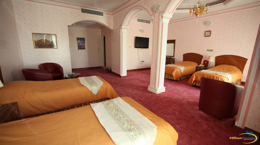 eram-hotel-tehran-quadruple-room-1
