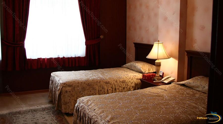 koorosh-hotel-tehran-twin-room-2
