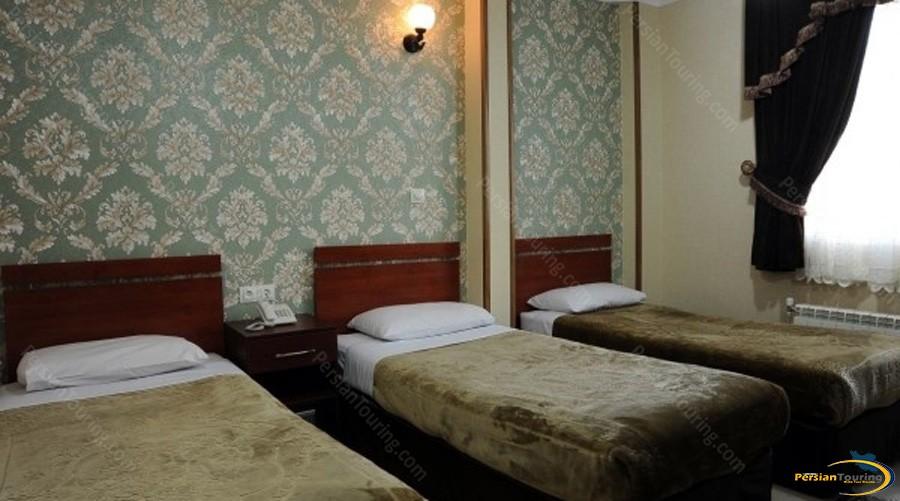 mina-hotel-tehran-triple-room-1