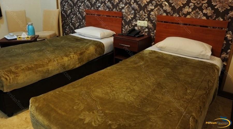 mina-hotel-tehran-twin-room-3