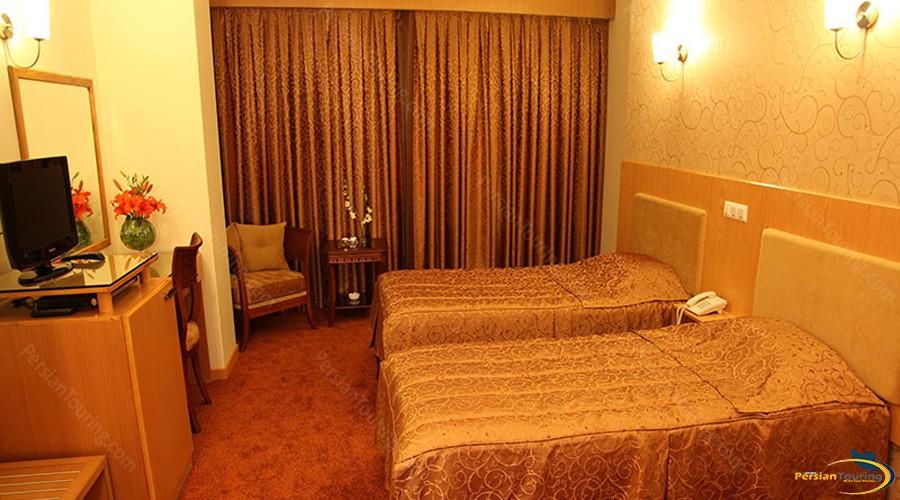 saina-hotel-tehran-twin-room-1