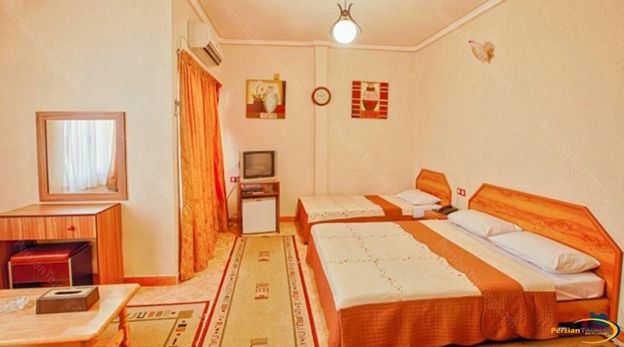 aram-hotel-qeshm-triple-room-2