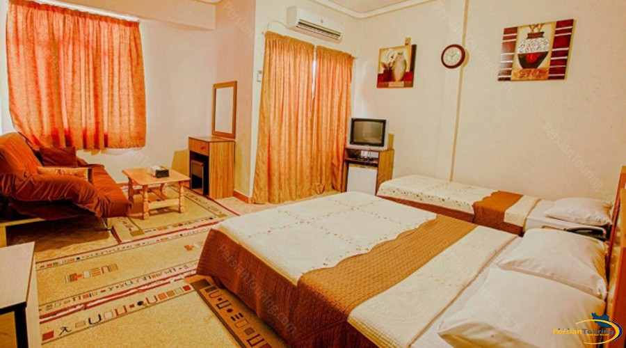 aram-hotel-qeshm-triple-room-3