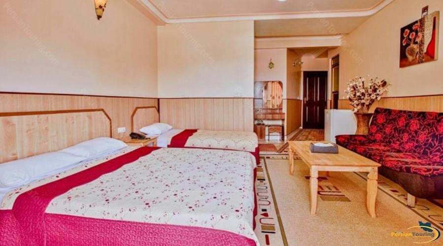 aram-hotel-qeshm-triple-room-4