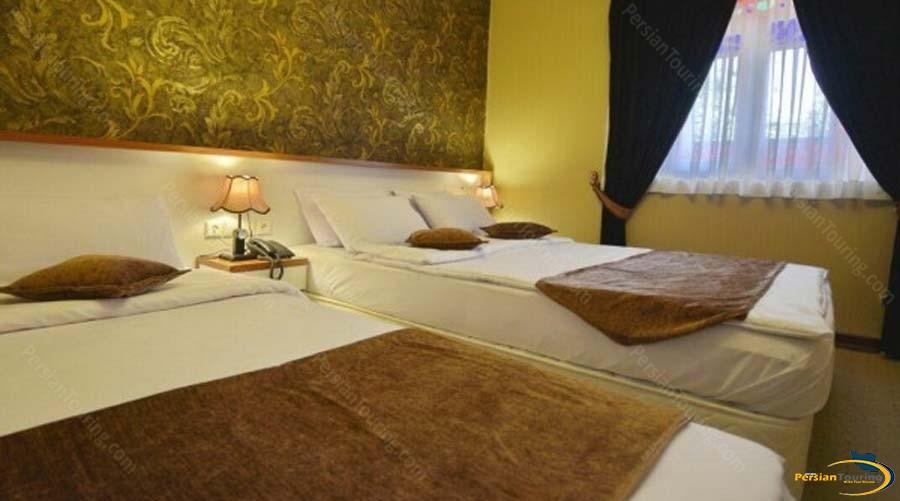 lotfalikhan-hotel-shiraz-triple-room-1