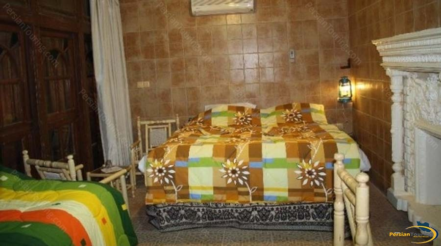 niayesh-hotel-shiraz-triple-room-1