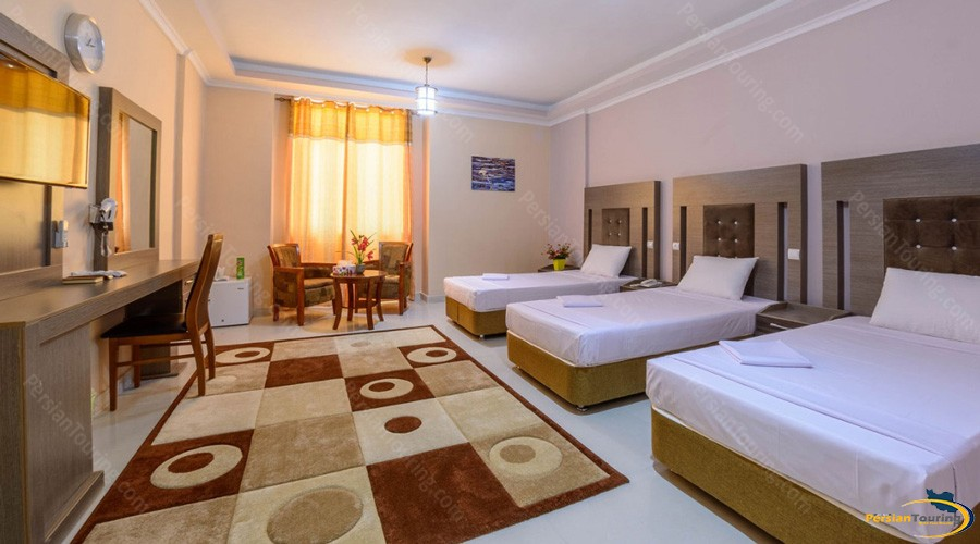 qeshm-eram-hotel-quadruple-room-1