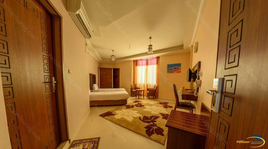 qeshm-eram-hotel-twin-room-1