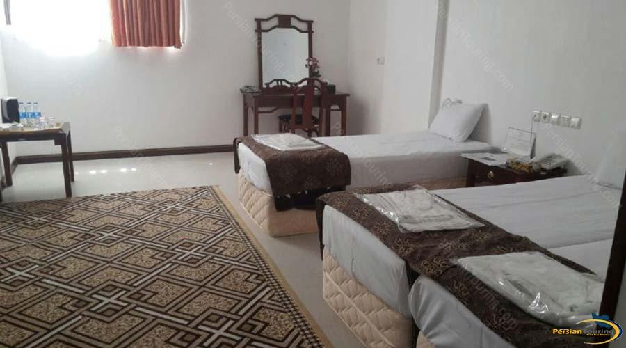 amir-kabir-hotel-kashan-triple-room-2
