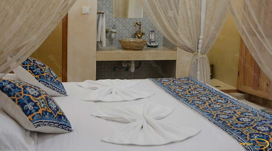 ariana-hotel-kashan-double-room_house-dock-1