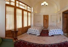 darb-bagh-hotel-kashan-quadruple-room-1