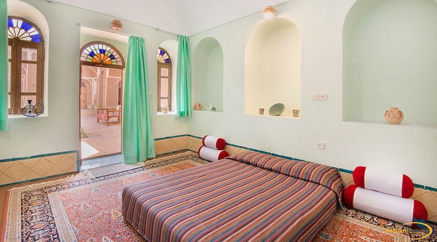 double-room-tak-taku-guesthouse-isfahan