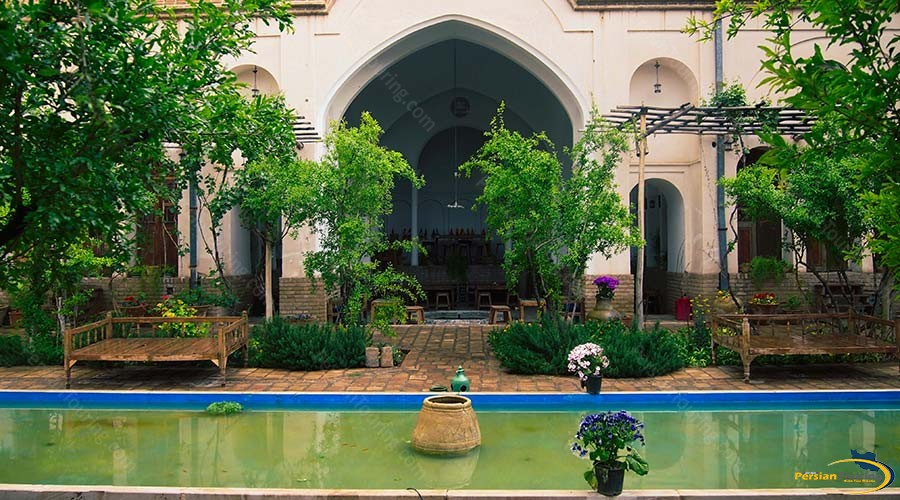 ehsan-traditional-hotel-kashan-yard-1