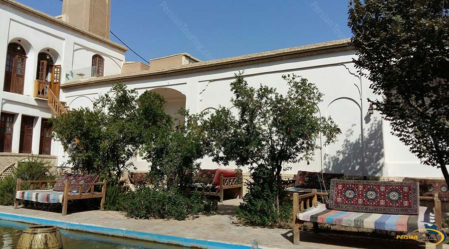 ehsan-traditional-hotel-kashan-yard-2