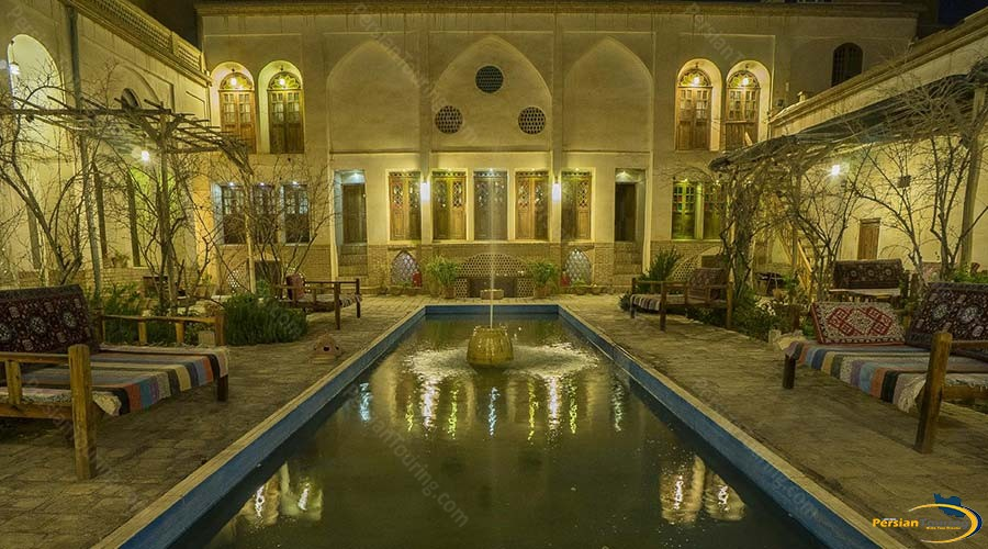 ehsan-traditional-hotel-kashan-yard-4