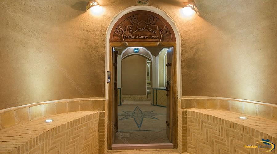 entrance-tak-taku-guesthouse-isfahan