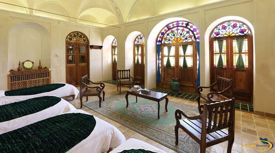 morshedi-house-hotel-kashan-shah-neshin-four-beds-room-2