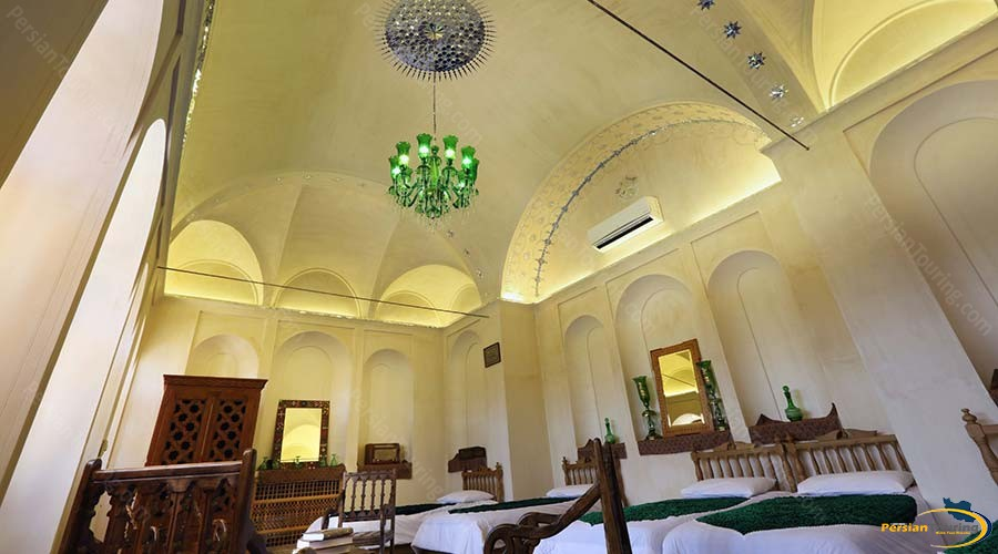 morshedi-house-hotel-kashan-wind-catcher-five-beds-room-2
