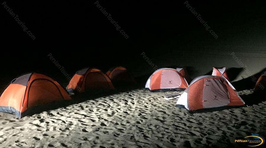 night-camping-tak-taku-guesthouse-isfahan
