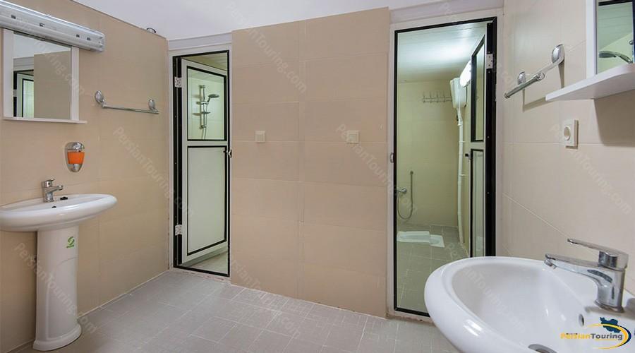 public-bath-tak-taku-guesthouse-isfahan